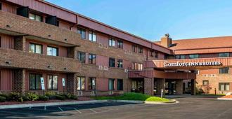 Comfort Inn & Suites North at the Pyramids - Indianapolis - Building