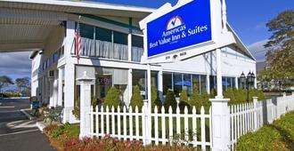 Americas Best Value Inn and Suites Hyannis/Cape Cod - Hyannis - Building