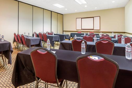 Days Inn by Wyndham, Asheville/Mall - Asheville - Meeting room