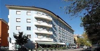 Hotel Everest - Trento - Building