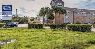 Suburban Extended Stay Hotel - Fort Myers - Building