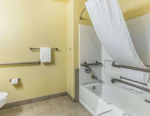 Suburban Extended Stay Hotel - Fort Myers - Bathroom
