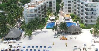 Ixchel Beach Hotel - Isla Mujeres - Building