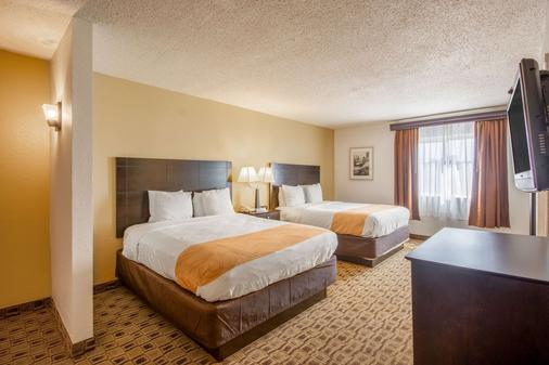Quality Suites - Wichita - Bedroom