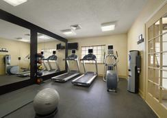 Hawthorn Suites By Wyndham Jacksonville - Jacksonville - Gym