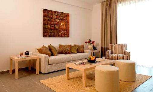 Capital Coast Resort And Spa - Paphos - Living room