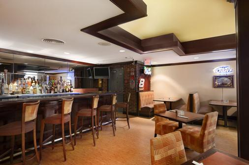 Ramada by Wyndham Newark/Wilmington - Newark - Bar