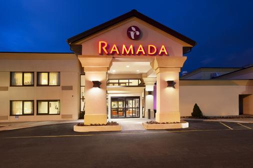 Ramada by Wyndham Newark/Wilmington - Newark - Building