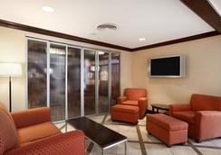 Ramada by Wyndham Newark/Wilmington - Newark - Lobby