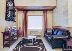 Quality Inn & Suites Airport - Austin - Lobby