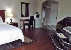 Canadas Best Value Inn & Suites - Charlottetown (Prince Edward Island) - Bedroom