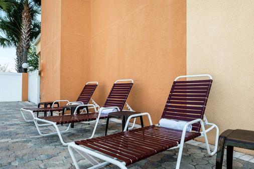 Comfort Suites Tampa Airport North - Tampa - Pool