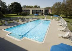 Americas Best Value Inn-Norfolk Airport Area - Virginia Beach - Pool