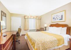 Days Inn by Wyndham Monterey-Fisherman's Wharf Aquarium - Monterey - Bedroom