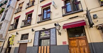 Hostal La Casa de La Plaza - Madrid - Building