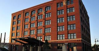 The Iron Horse Hotel - Milwaukee - Building
