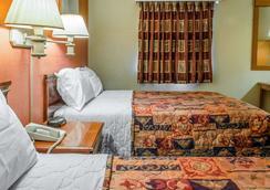 Rodeway Inn - Allentown - Bedroom