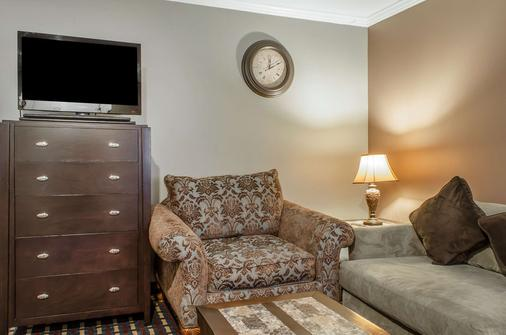 Rodeway Inn - Allentown - Living room