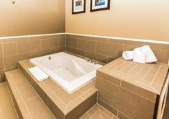 Comfort Inn Lehigh Valley West - Allentown - Bedroom