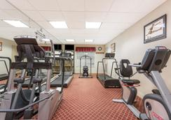 Hawthorn Suites by Wyndham Orlando Lake Buena Vista - Orlando - Gym