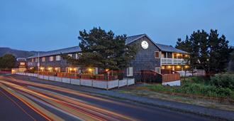 Coast River Inn - Seaside - Building