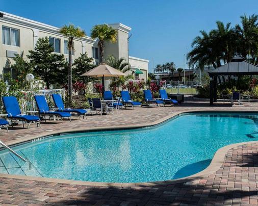Quality Inn & Suites Near Fairgrounds Ybor City - Tampa - Pool