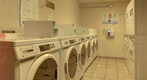 Intown Suites Kennesaw/Town Center - Marietta - Laundry facility