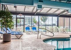 Quality Hotel & Suites At The Falls - Niagara Falls - Pool