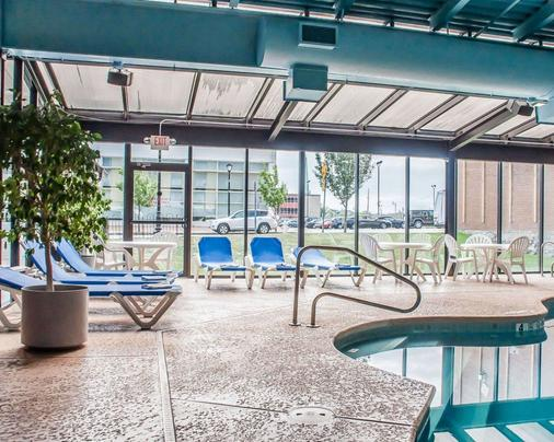 Quality Hotel & Suites At The Falls - Niagara Falls - Pool