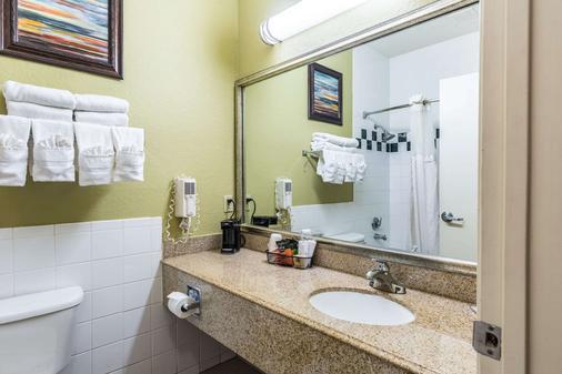 Quality Suites North - Houston - Bathroom