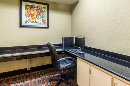 Quality Suites North - Houston - Business centre