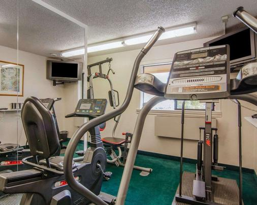 Quality Inn and Suites Airport - Medford - Gym