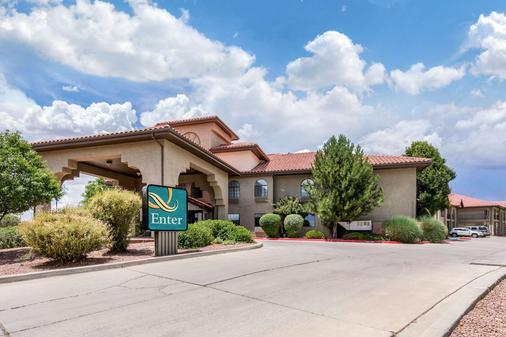 Quality Inn & Suites - Gallup - Building