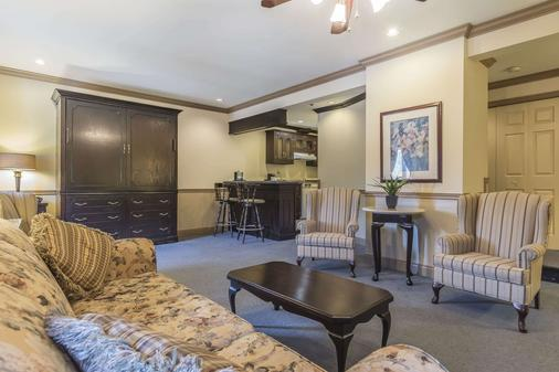 Inn on the Lake, an Ascend Hotel Collection Member - Halifax - Living room