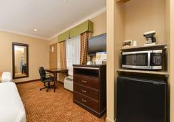 Rodeway Inn San Diego Near Qualcomm Stadium - San Diego - Bedroom