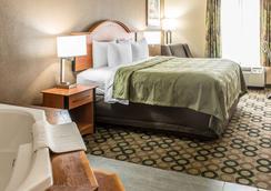 Quality Inn & Suites Columbus West - Hilliard - Columbus - Bedroom