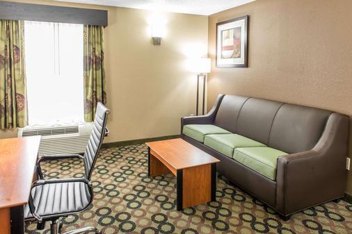 Quality Inn & Suites Columbus West - Hilliard - Columbus - Living room