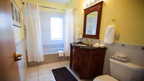 La Tourelle Hotel and Spa - Ithaca - Bathroom