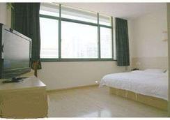 Super 8 Hotel Qingdao Gold Beach Chang Jiang Lu - Qingdao - Bedroom