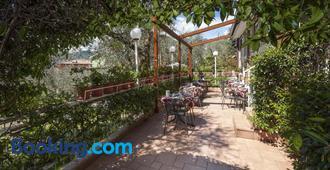 Hotel Garni Ischia - Malcesine - Building