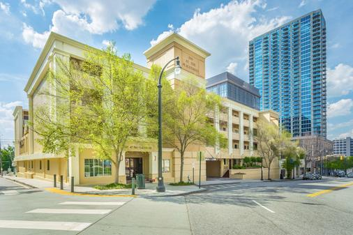 Inn at the Peachtrees, an Ascend Hotel Collection Member - Atlanta - Building