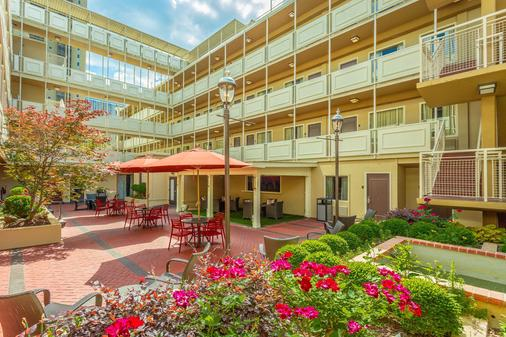 Inn at the Peachtrees, an Ascend Hotel Collection Member - Atlanta - Patio