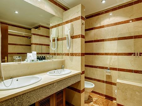 Hotel Miguel Angel by BlueBay - Madrid - Bathroom