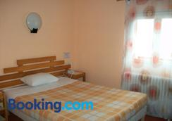 Hotel l'Aiglon - Limoges - Bedroom