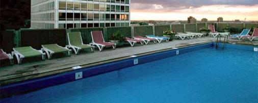 Hotel Le Cantlie Suites - Montreal - Pool