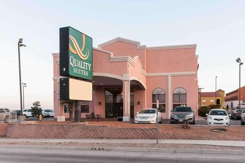 Quality Suites - Albuquerque - Building