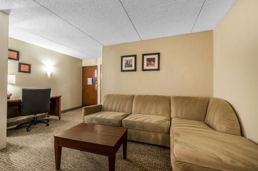 Comfort Inn & Suites - Denver - Living room