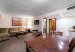 Comfort Inn & Suites - Denver - Bedroom