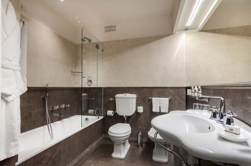 Plaza Hotel Lucchesi - Florence - Bathroom