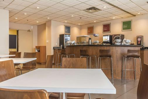 Comfort Suites Downtown - Montreal - Kitchen
